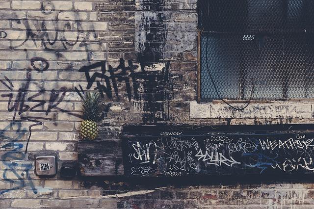vandalismo-teppisti-stazione-treni