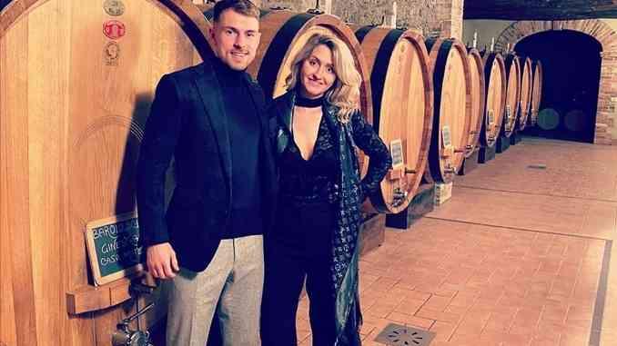 Il centrocampista della Juventus Aaron Ramsey festeggia il compleanno della moglie nelle Langhe