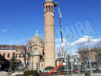 Danni alla torre del santuario della Moretta, cade un calcinaccio. Sospeso l'uso delle campane 3