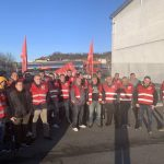 Dogliani: presidio dei lavoratori davanti all'Isolana trasporti