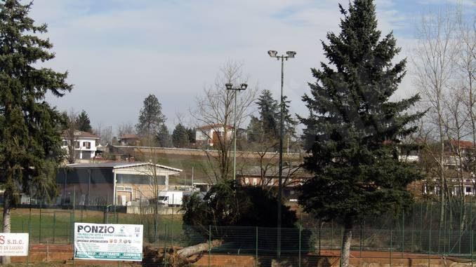 Ceresole: il vento ha abbattuto due alberi vicino agli impianti sportivi