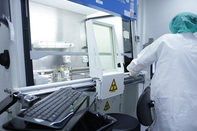 analisi-laboratorio-medici-virus