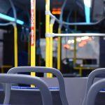 """Coronavirus. Ragazza cinese sale sull'autobus, gli altri passeggeri: """"Non sei gradita"""". E la fanno scendere"""