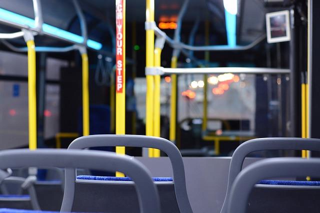 """Coronavirus, ragazza cinese sale sull'autobus, gli altri passeggeri: """"Non sei gradita"""". E la fanno scendere"""