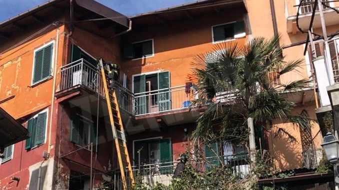 A Canelli scoppia una bombola del gas: esplosione in una palazzina del centro