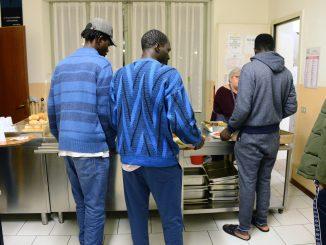 Una società che fa fatica a integrare: in Piemonte oltre tremila senzatetto e circa 19.500 richiedenti asilo