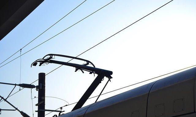 Ruspa trancia un cavo dell'energia, stop ai treni per oltre un'ora