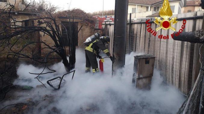 Incendio a Racca di Guarene, fiamme sfiorano un'abitazione