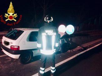 Con l'auto sbatte contro il guardrail: morto un allevatore cuneese