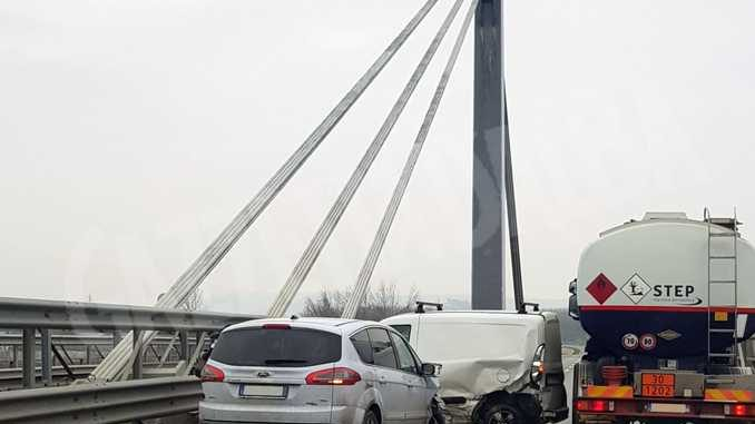Tamponamento tra due auto sul ponte caduti di Nassiriya