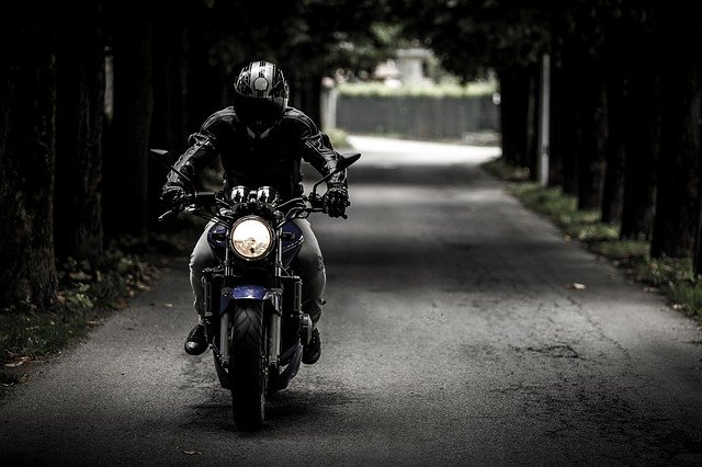 moto-velocità-biker