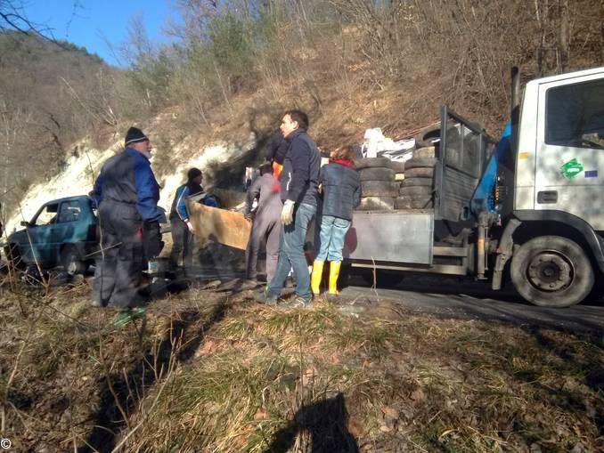 Sinio: irimossi rifiuti abbandonati in regione Borine
