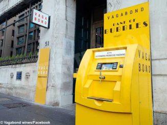 A Londra c'è un bancomat che eroga bollicine