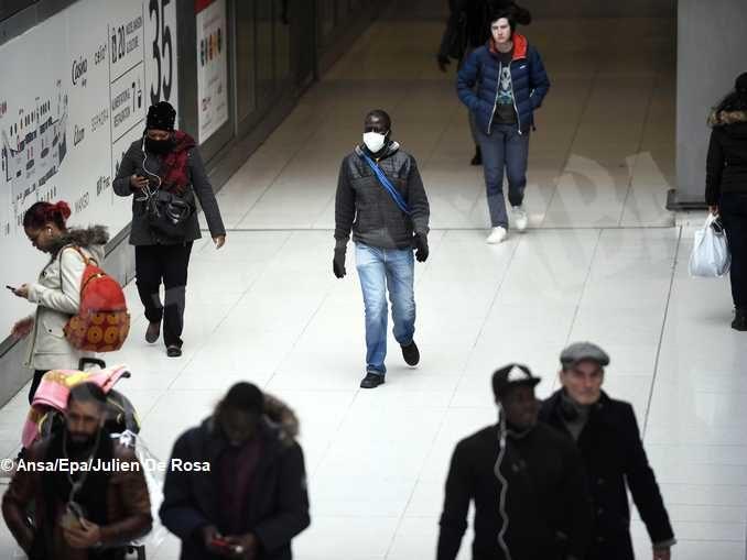 La pandemia fa emergere gli eroi, i don Abbondio e gli irresponsabili