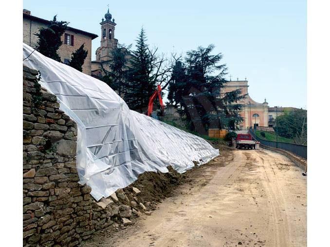 Neive: il muro pericolante di via Massucco verrà abbattuto e ricostruito