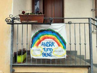 A Santa Vittoria molti arcobaleni sui balconi realizzati dagli alunni