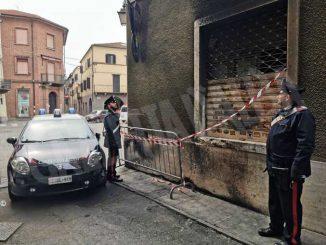 Incendiava cassonetti per noia, arrestato dai Carabinieri di Carmagnola