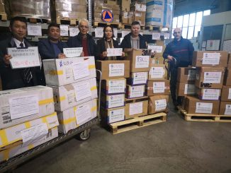Coronavirus, la comunità cinese ha donato 6mila guanti e 2mila mascherine al Piemonte