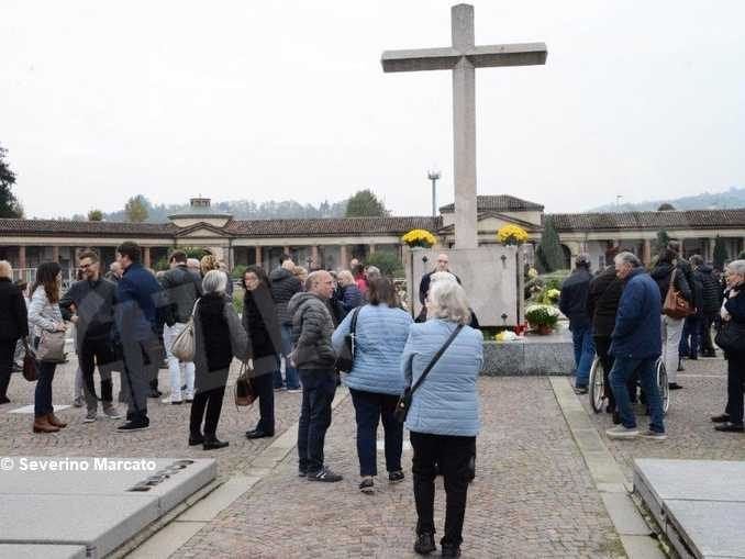Monsignor Marco Brunetti torna al santuario della Moretta e prega nel cimitero di Alba 1