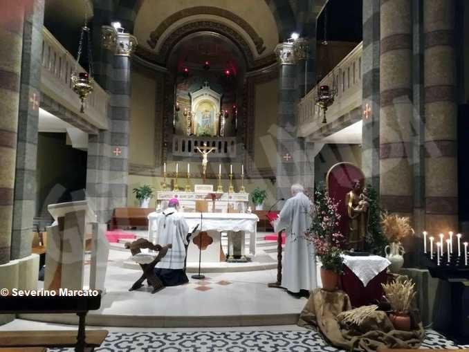 Monsignor Marco Brunetti torna al santuario della Moretta e prega nel cimitero di Alba 2