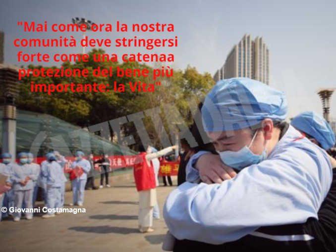 Il tredicenne Giovanni Costamagna raccoglie il messaggio del Premier