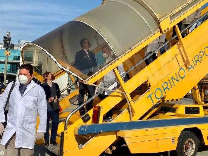Coronavirus: sono arrivati a Torino i 38 operatori sanitari cubani