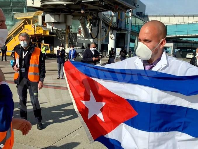 Coronavirus: sono arrivati a Torino i 38 operatori sanitari cubani 3