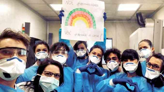 Alessia, biotecnologa, scopre se c'è il virus 1