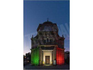 Guarene: la chiesa dell'Annunziata illuminata col tricolore