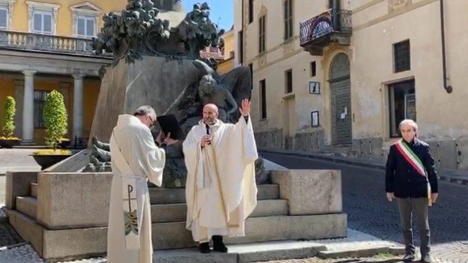 I parroci braidesi hanno impartito la benedizione pasquale alla Città invocando i due patroni: la Madonna dei fiori e il Cottolengo