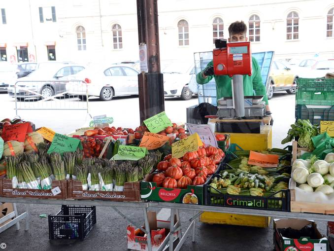 Mercato piazza Cagnasso 12