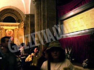 Sabato santo: monsignor Nosiglia pregherà davanti alla sindone
