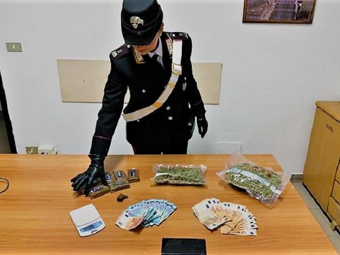 Droga: spaccia da casa, arrestato dai carabinieri