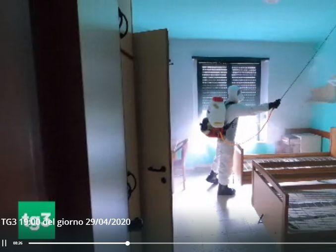 Coronavirus: l'Esercito sanifica le case di riposo, le immagini da Santo Stefano Roero