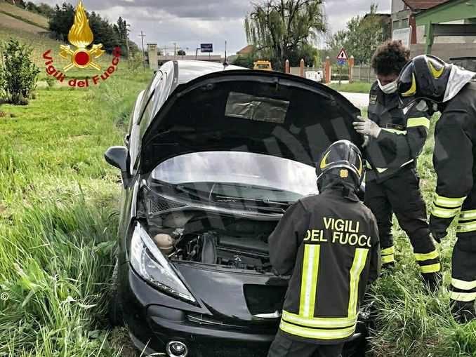 Fuori strada con la propria auto: l'incidente a Borgonuovo di Neive