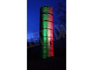 Cortemilia: la torre, di sera, diventa tricolore