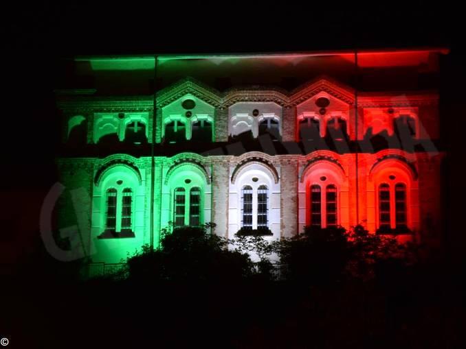 Dogliani Castello illuminato 1