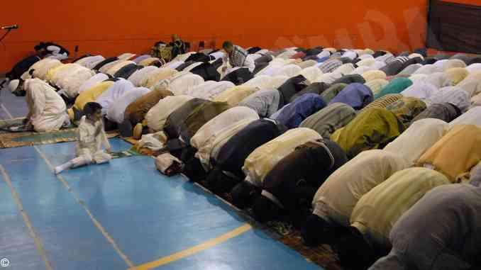 Musulmani ligi alle norme, la fine del Ramadan riapre le moschee