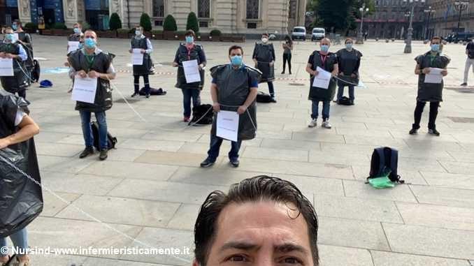 Manifestazione degli infermieri davanti al palazzo della Regione