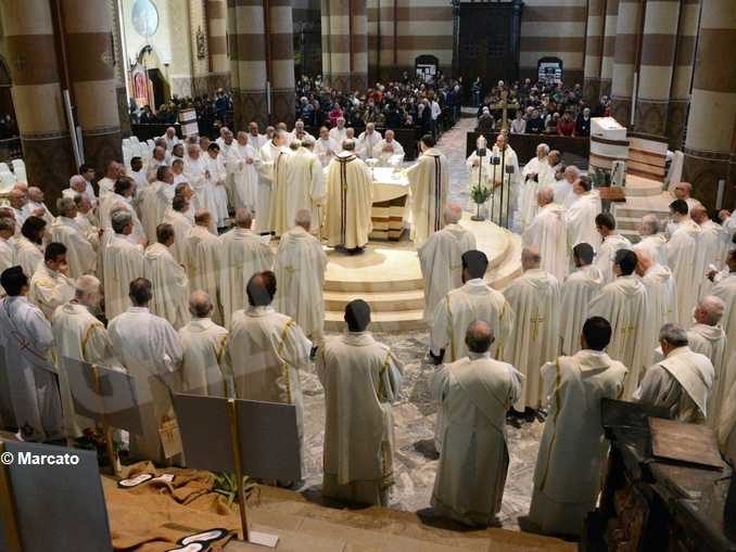 Il Ministero precisa il numero dei fedeli che possono partecipare alle celebrazioni 2