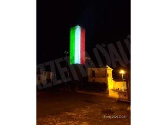 La torre di Albaretto è diventata tricolore
