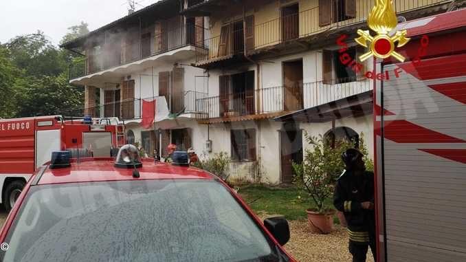 A Madonna di Loreto prende fuoco uno stabile disabitato