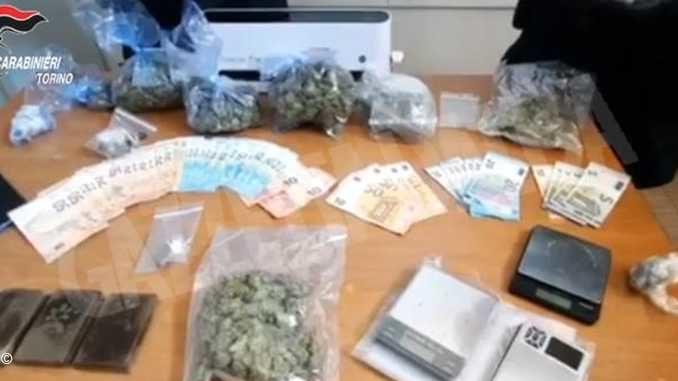 Fermati due giovani che portavano la droga vicino alle case degli acquirenti
