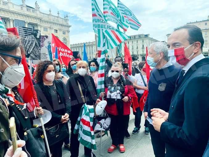 Operatori delle Rsa in piazza. In settimana incontro con la Regione