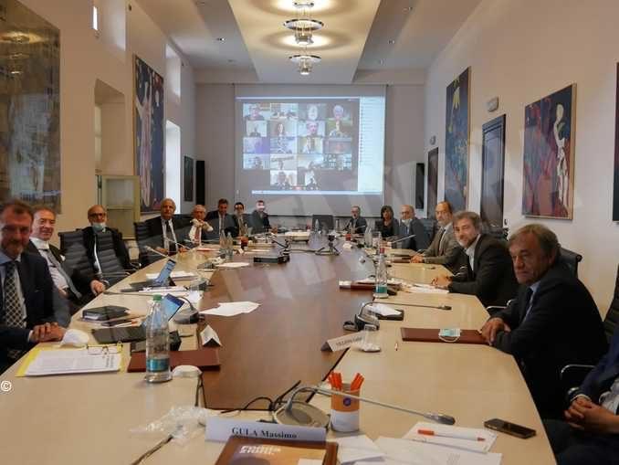 I vertici Ubi banca partecipano alla riunione del Consiglio generale della fondazione Crc