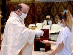 La ripresa delle celebrazioni. La prima messa domenicale in duomo 13