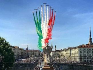 Assembramenti a Torino per Frecce tricolori