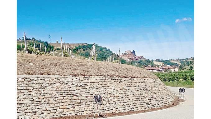Il muretto di Castellinaldo è più pulito grazie a un volontario