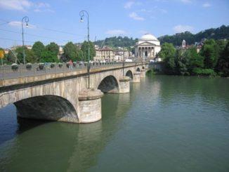 Cadavere trovato nel fiume Dora a Torino