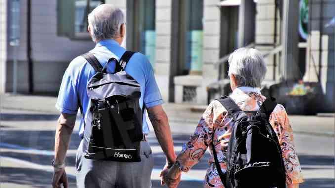 Anziani ancora a casa: protezione o sopruso?